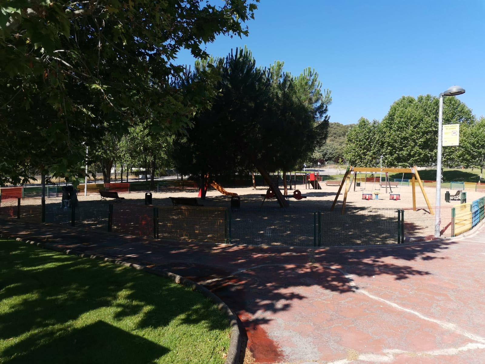BOCAM sobre uso de parques infantiles y zonas de uso público.